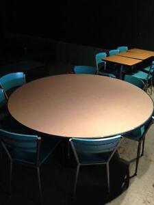 Lot de tables et chaises