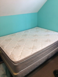 Double bed. Includes mattress, box-spring, and frame.