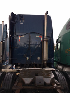 Complete part out - 2003 Freightliner Columbia