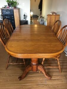 "OAK DINING ROOM TABLE WITH FOUR CHAIRS AND 18"" TABLE LEAF"