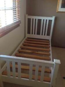 White single bed Davidson Warringah Area Preview