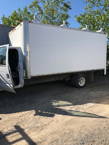 2011 Ford E-450 - 16 Ft Cube Truck LOW LOW Milage at 87,200km