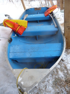 12ft Harbercraft boat w 2 HP Mariner + 37LB electric motor