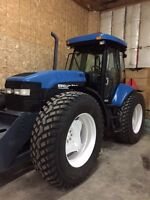 TV 140 New Holland for rent / a louer tractor
