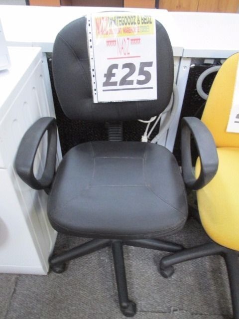 *****BLACK FAUX LEATHER+ARMRESTS OFFICE CHAIR+VERY CLEAN+FREE DELIVERY LOCALLY*****