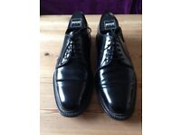 Men's black leather shoes, size 9 by Jones Bootmakers. Hardly worn, leather sole. Fabulous condition