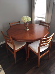 TEAK TABLE AND 4 CHAIR SET