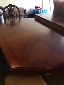 DInning table and Buffet Set