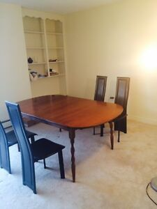 The new dining table, can be lengthened!