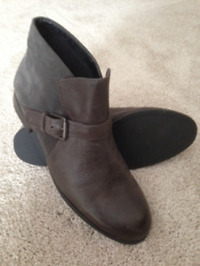 Franco Sarto Ankle Boots - Grey Leather - 8.5 - NEW