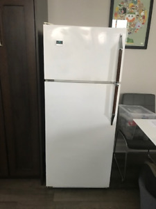 Excellent clean apartment size fridge for sale