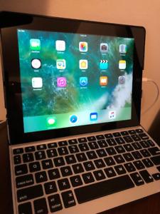 iPad 4 Wi-Fi + Cellular with keyboard, like new
