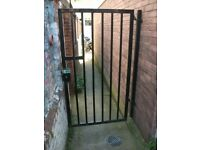 Metal Gate with accessories . Size : H=185cm ,W=98cm .