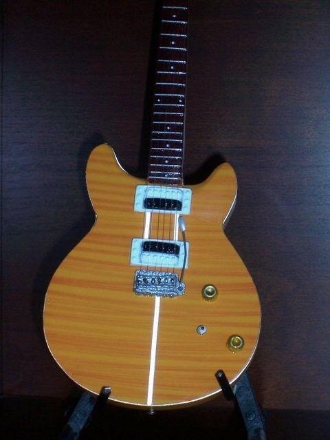 Mini Guitar CARLOS SANTANA Display ART Memorabilia FREE STAND Collectible Gift