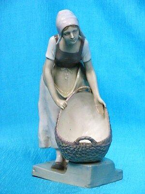 Ernst Wahliss Turn Vienna Holländermädchen Doebrich Figur Figure Figurine 1900