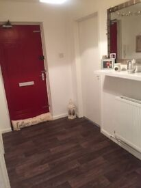***2 bed well looked after newly decorated flat - Looking for 3 bed house***