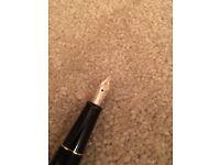 Montblanc Meisterstuck Classique 145 Gold Line Fountain Pen 14K M Fine Nib