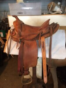 Youth or small adult western saddle