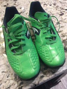 Puma Soccer Shoes - Youth Size 5