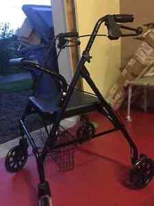 Marchette bariatrique sur roues avec freins - neuve!