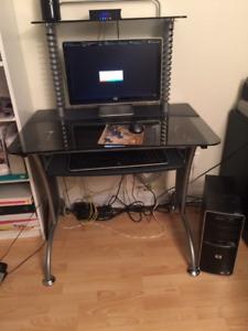 Bureau d'ordinateur et chaise