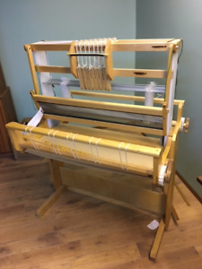 Floor Loom -8 shaft - No treadles - front controls for the shaft