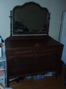 VINTAGE SOLID WOOD MAHOGANY DRESSERS & DOUBLE BED & DRESSER