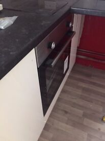 BRAND NEWLY REFURBISHED 1 BED FLATS CLOSE TO TOWN CENTRE. £90 A WEEK NO DEPOSIT MOVE IN NOW!