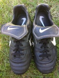 Soccer cleats - size 6