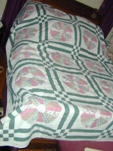 VINTAGE  HAND MADE DOUBLE SIZE QUILT