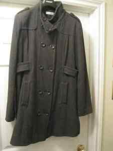 3/4 LENGTH LADIES JACKET - VERY GOOD CONDITION.