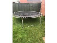 Trampoline free of charge in good condition must collect