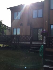 Gorgeous Townhouse Condo 40 minutes from N perimeter Winnipeg Be