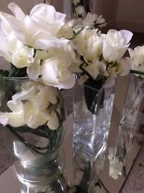 TABLE DECORATION FOR YOUR WEDDING GLASS VASES FLOWERS RIBBONS