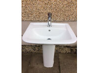 Modern white sink with tap - Good condition