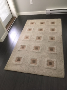 5' by 3' contemporary design wool area carpet