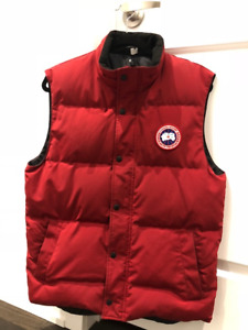 CANADA GOOSE VEST -  MEDIUM - BLACK & RED AVAIL - MINT CONDITION