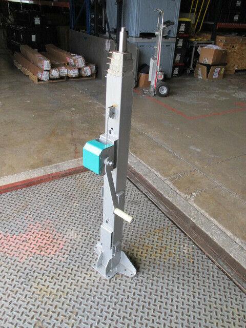 16 Ft Manual Crank Telescoping Mast for Surveillance Camera & Lighting
