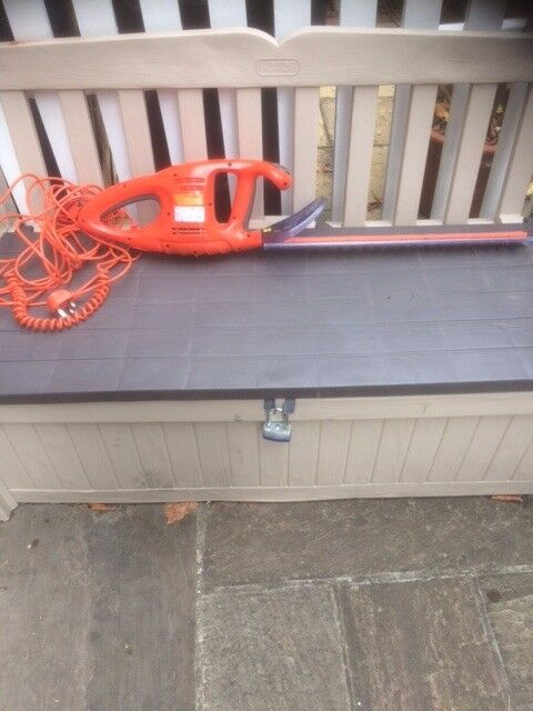 Flymo corded electric Hedge trimmer great condition, used only for one year, leaving for Canada