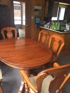 Colonial style dining table and matching chairs