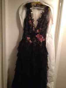 *NEW * STUNNING Jovani Black Lace & Embroidered Flowers Gown