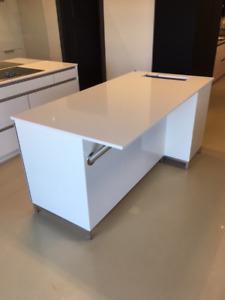 Contemporary High Gloss Kitchen Cabinets, Cambria & Appliances
