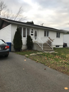 MAISON, Brossard, 4CHAMBR/COUCH(COURS/Bus/PANAMA)/DISPO IMMEDIAT