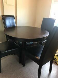 Round Dining Room Table with 4 Chairs and Leaf