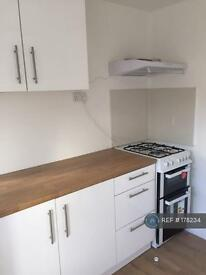 1 bedroom flat in Colliers Wood, London, SW17 (1 bed)