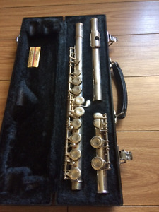 Yamaha Flute- GREAT CONDITION - PERFECT FOR STUDENTS