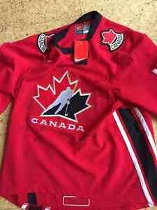 Sports Memorabilia Hockey - Team Canada Signed Jersey 2002