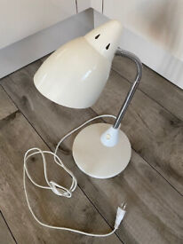 WHITE TABLE LAMPE
