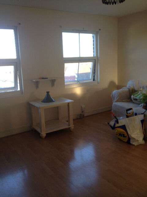 Berkshire Lettings offer a 1 bedroom flat located (RG1) with new gas heating and parking
