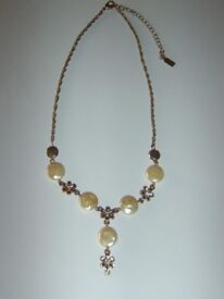 Vintage 1928 Label Old Gold Cream Flat Pearl & Flower Antique Style Necklace